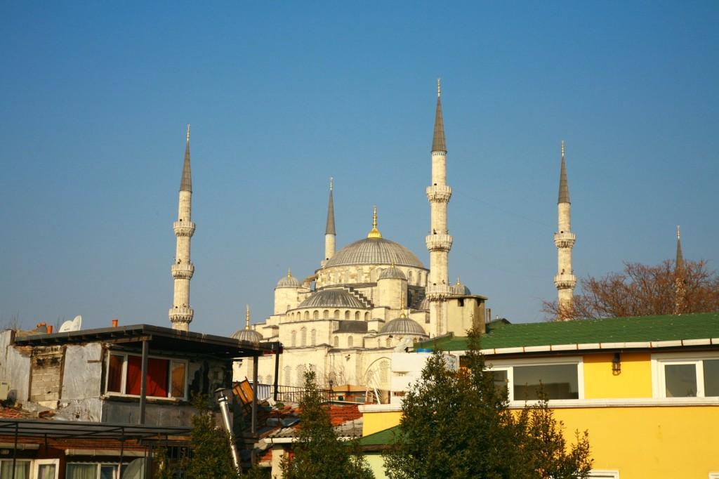 宿の屋上から見えたブルーモスク