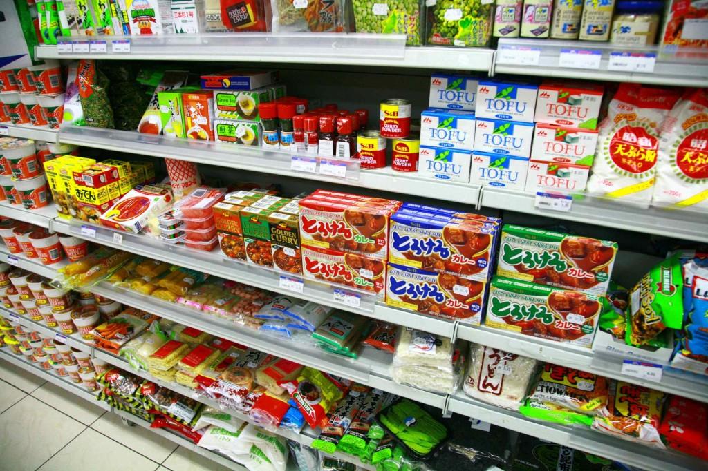 スーパーに行くと日本の食品も売っている
