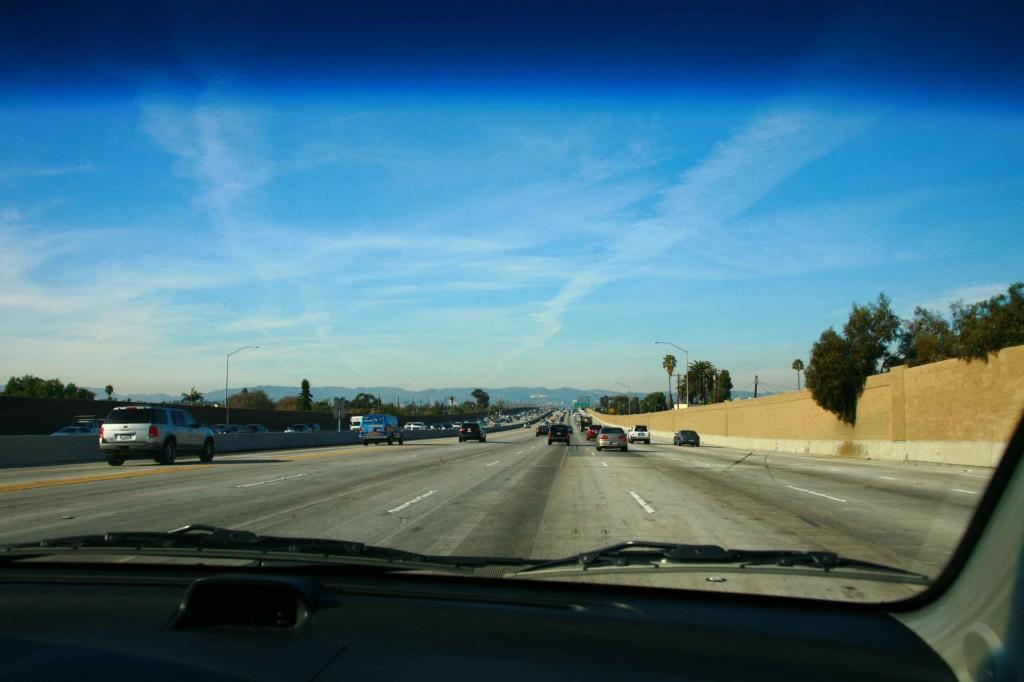 ロサンゼルスのフリーウェイをドライブ
