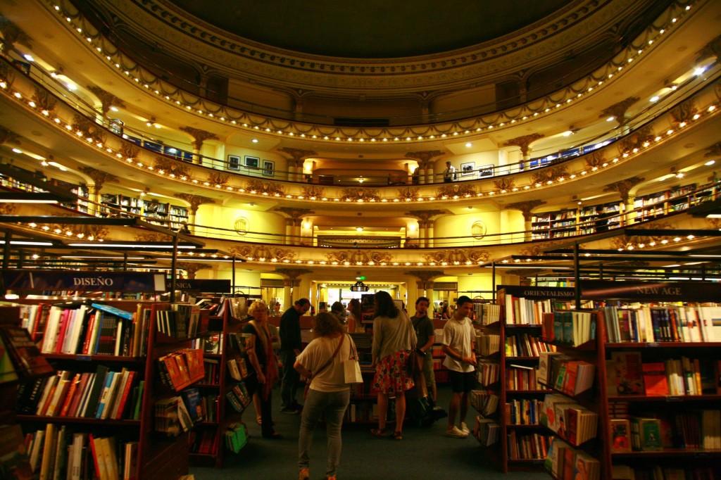世界で2番目に美しい書店『エル•アテネオ』