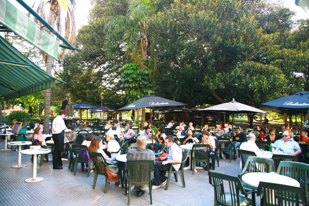 ブエノスアイレスは街のいたる所にカフェがある。