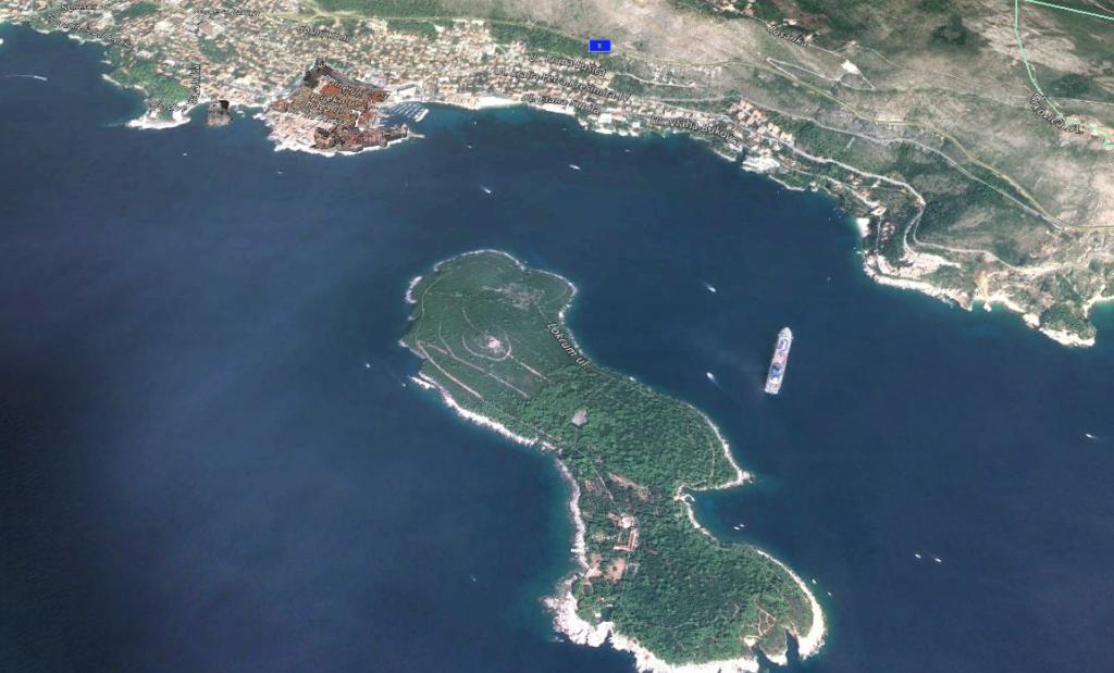 ロクルム島へはドブロブニク旧市街の港から1時間毎に出航している。