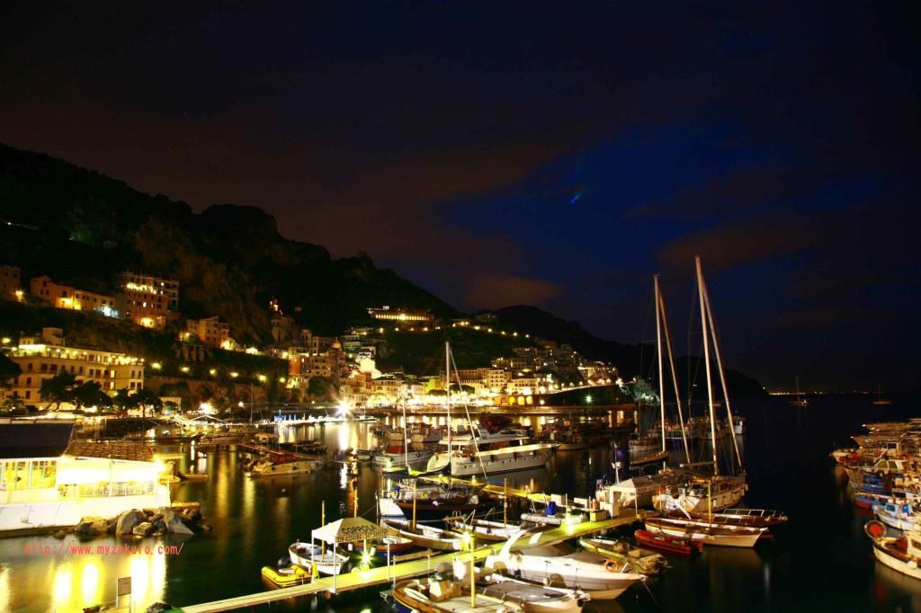ヨットが多数停泊してます。それを利用した夜景のショット