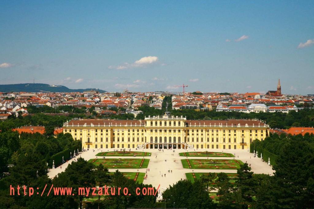 丘の上から見るシェーンブルン宮殿