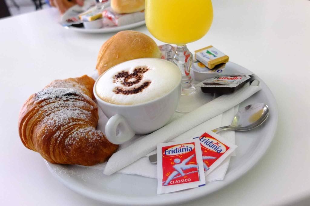 A'Scalinatella hostel の朝食がエクセレント!