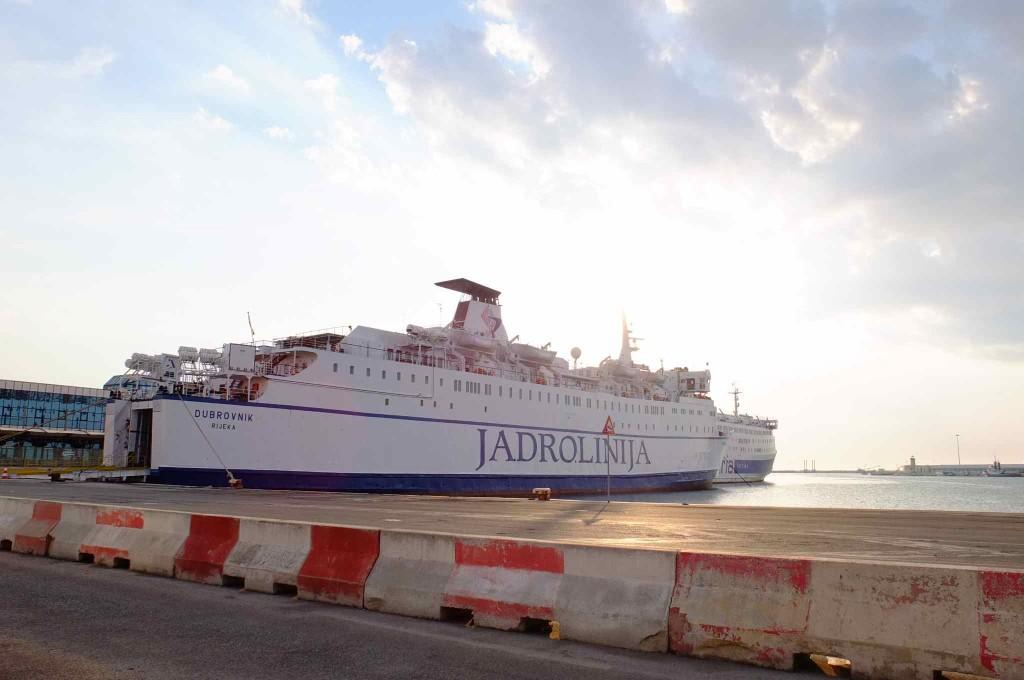 クロアチアのドブロブニク行きの船