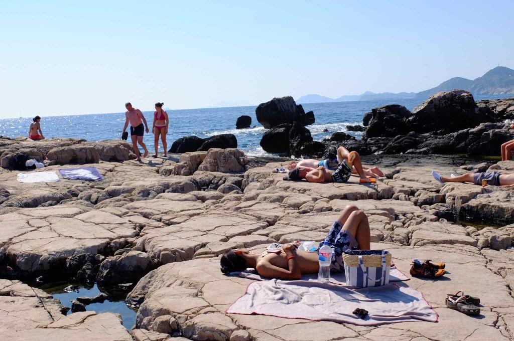 ロクルム島とはヌーディストビーチ以外にも普通のビーチがありますよ。ご安心を