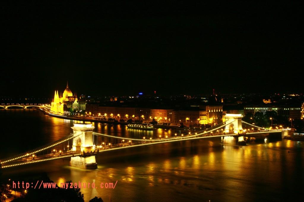 ③王宮から、セーチェーニ鎖橋と国会議事堂を一緒に撮る