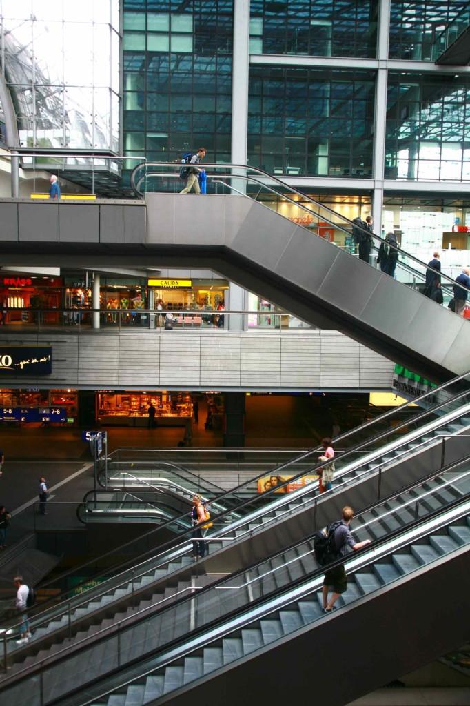 ベルリン中央駅構内に小さいが郵便局がある。