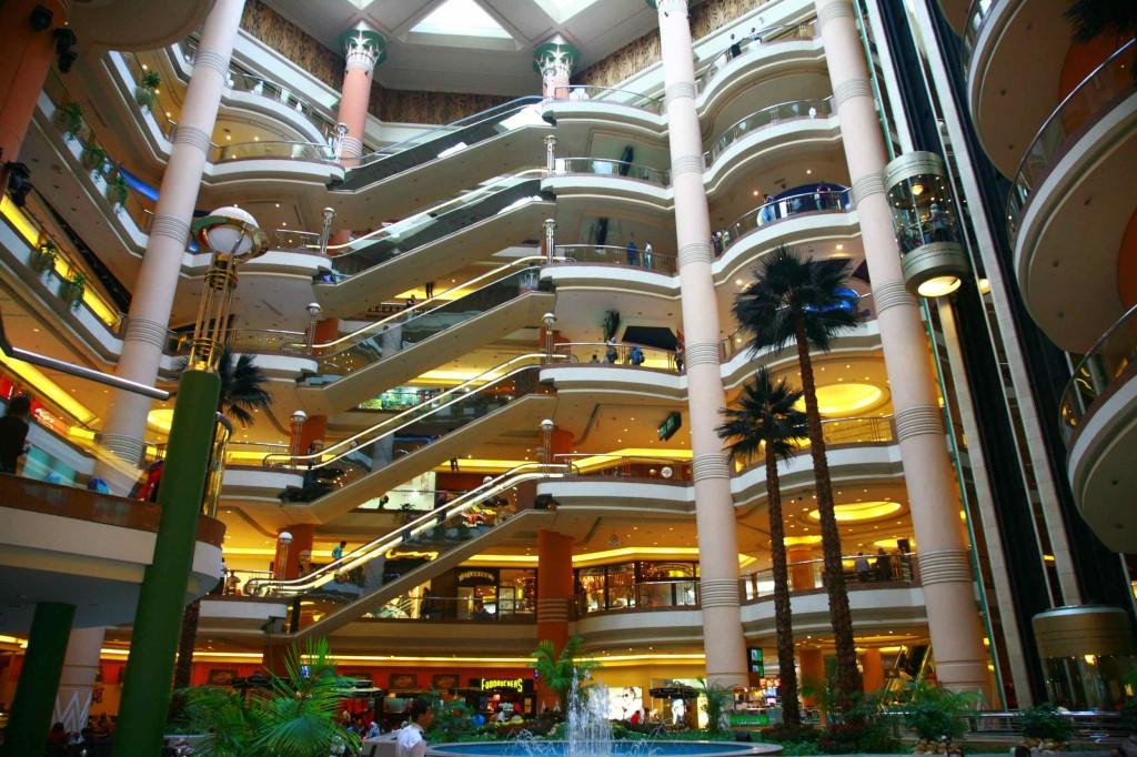 カイロ郊外の大型ショッピングモール『シティスターズ』