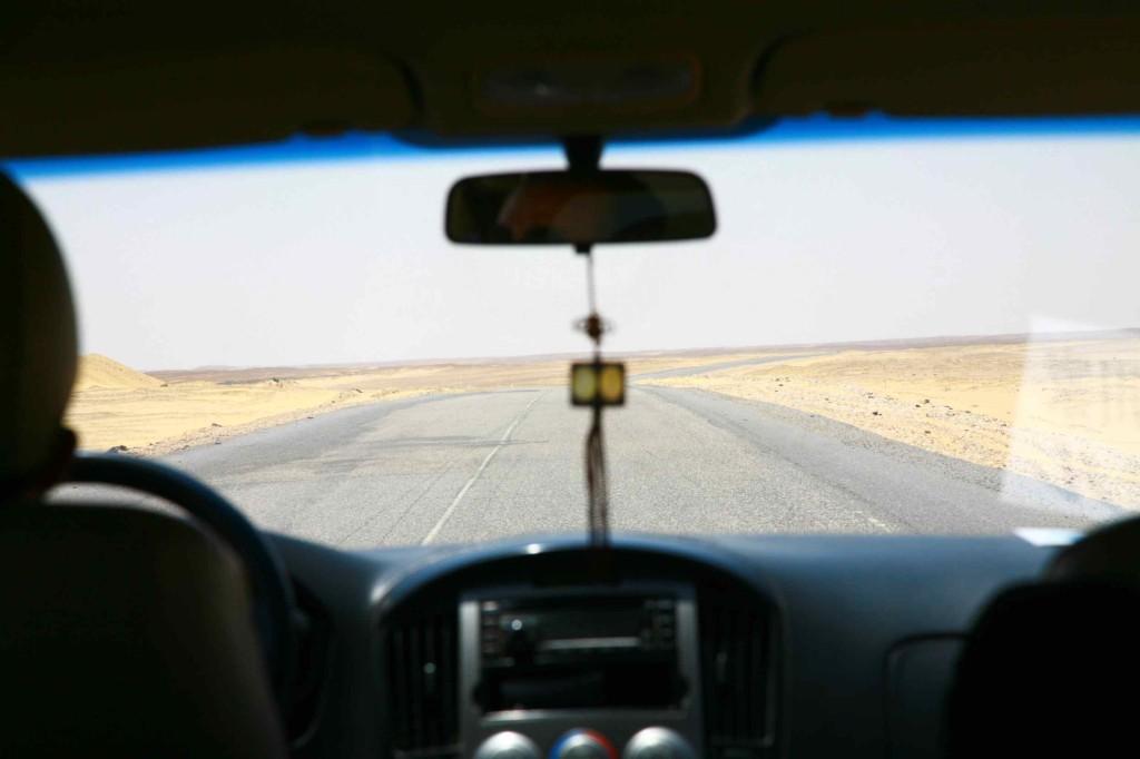 車で5時間。ひたすらこんな道を進む。