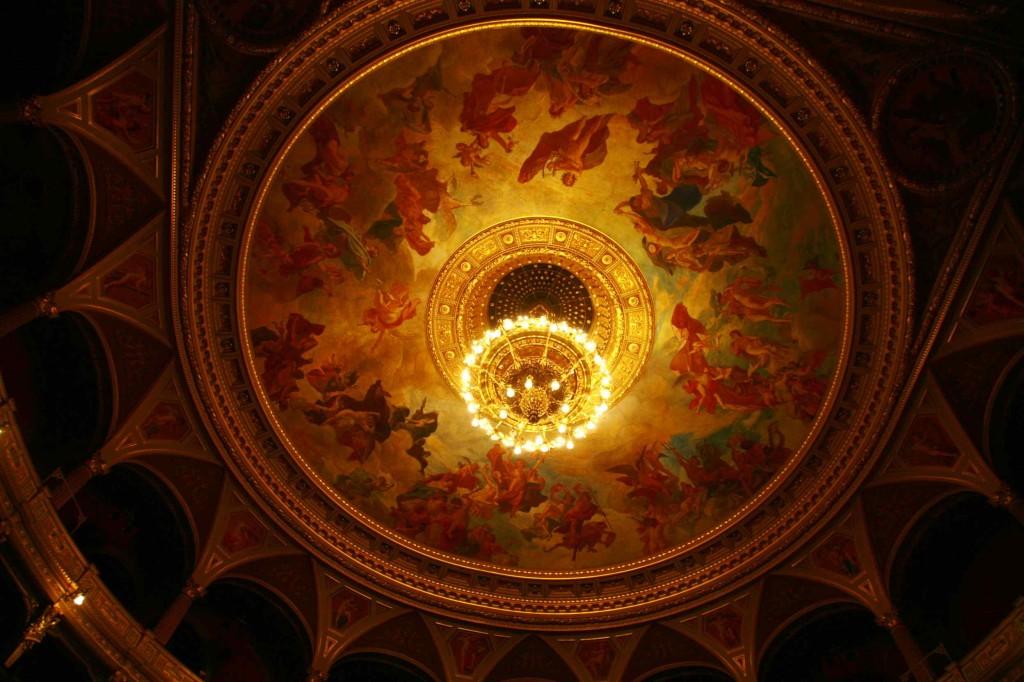 観客ホールの天井