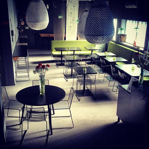 Tattva Design Hostelの朝食夕食スペース