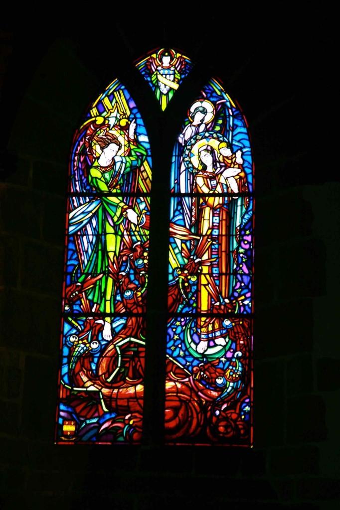 モンサンミッシェル島内の教会ステンドグラス
