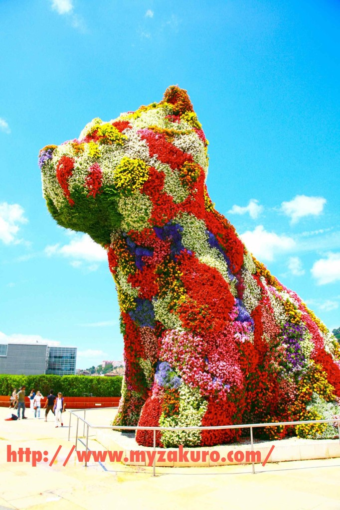 季節によって熊の色も変わる。