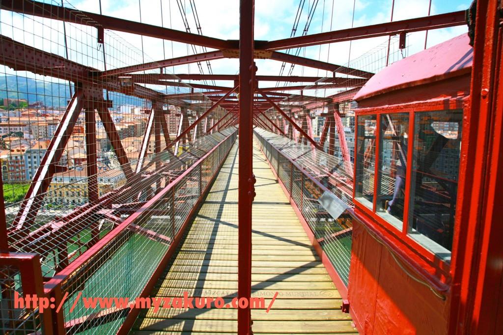 ビスカヤ橋の上を歩く。