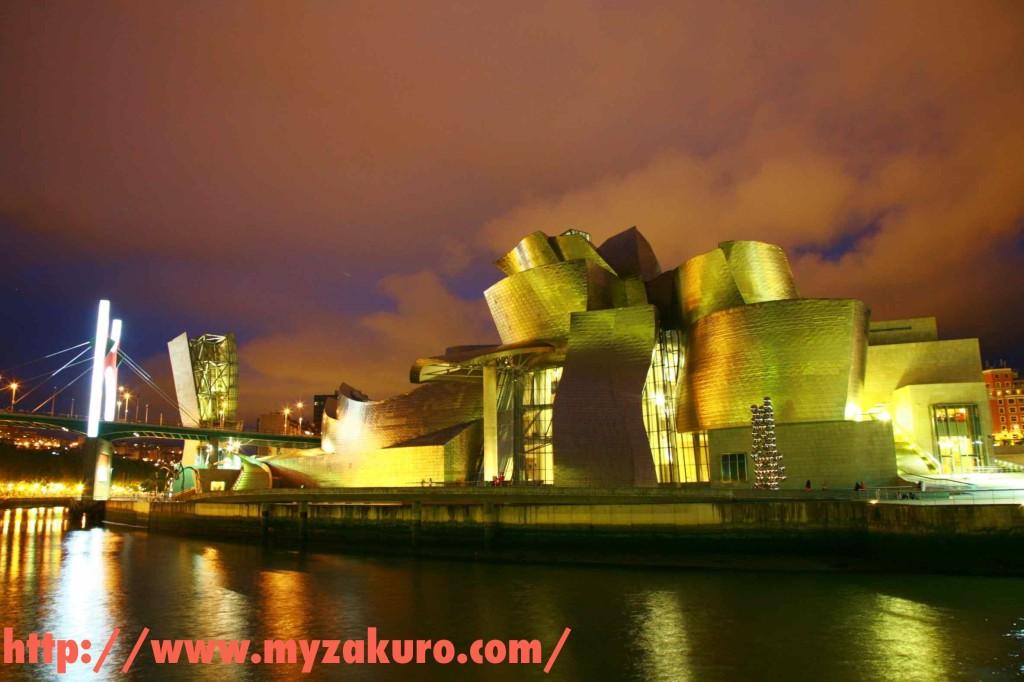 夜のビルバオ・グッゲンハイム美術館