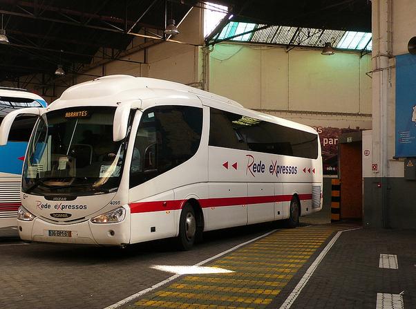 ポルト〜リズボン間を走るポルトガルの長距離バス会社Rede expressos