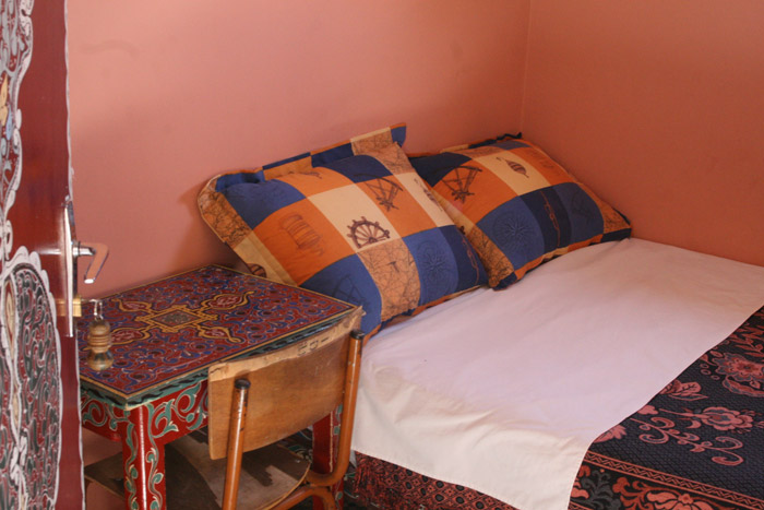 Hotel Medinaの室内。狭いが宿泊する分には問題ない。