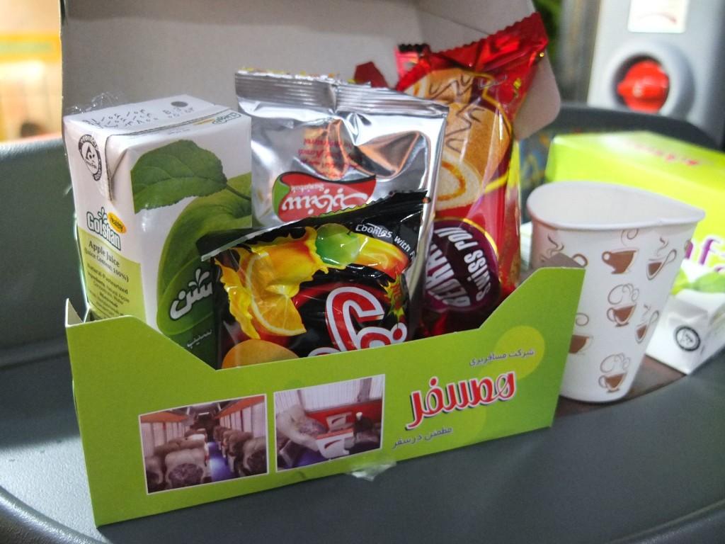 イランのVIP長距離バスのお菓子