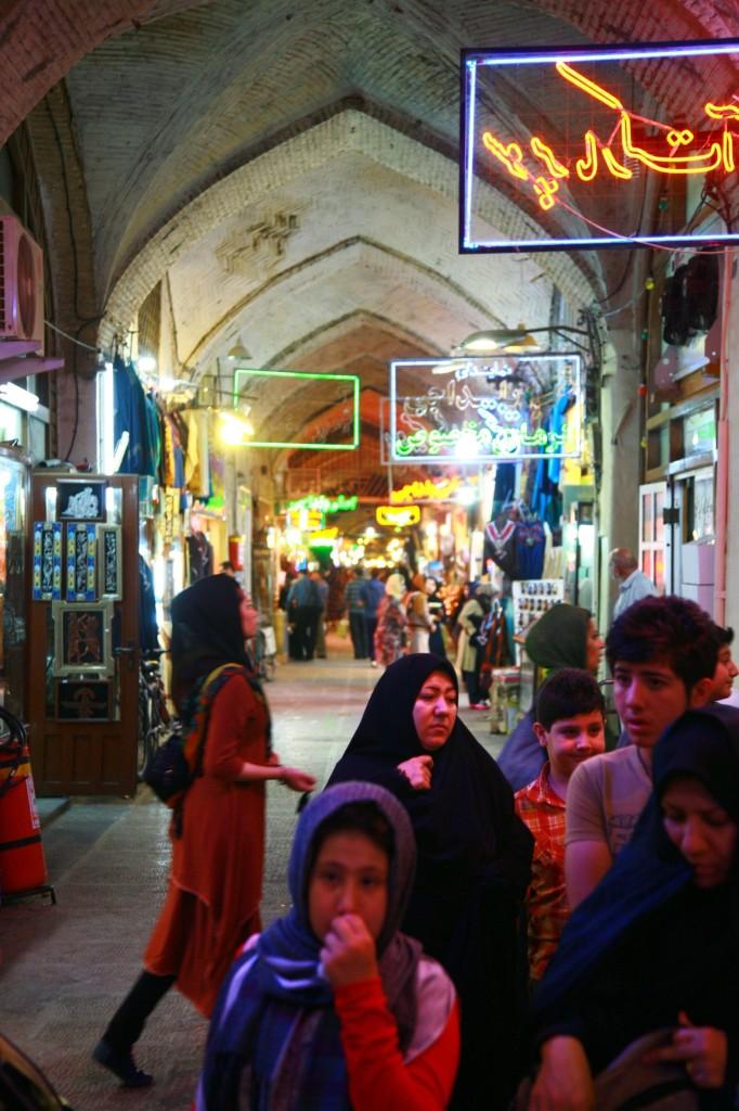 エスファーハーン、イマール広場を囲むお土産屋さん。