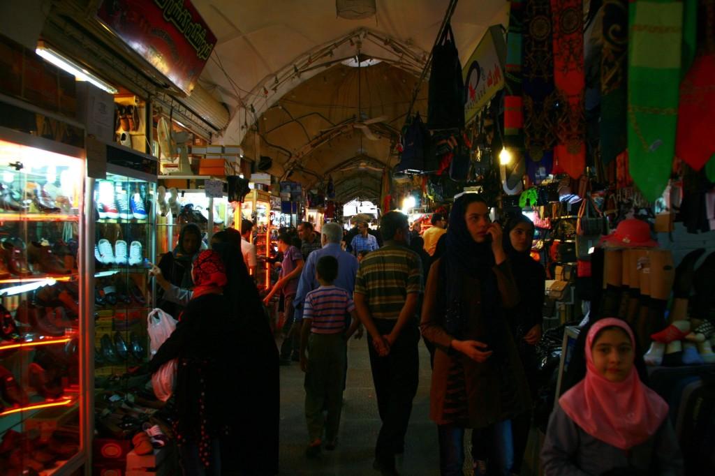 イランで色んな街に行きましたが、イラン雑貨が一番充実していたのが、エスファーハーンでした。