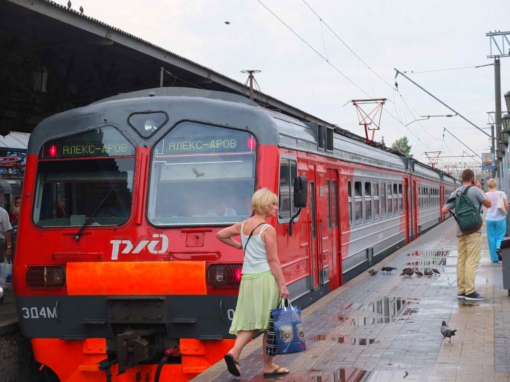 この列車に乗ってセルギエフ・ポザード駅まで向かいます。