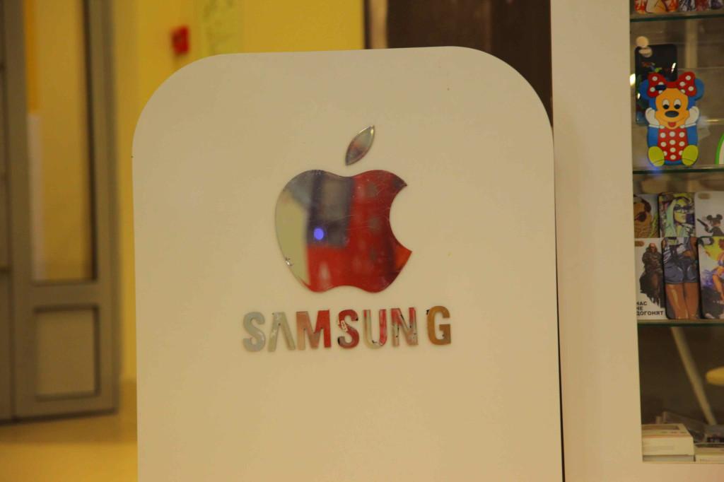 ロシアではサムソンとアップルが合併しました。