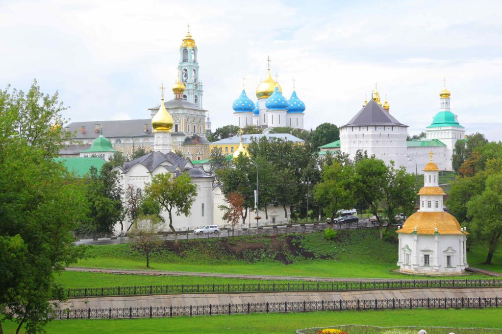 セルギエフ・ポザード駅からセルギエフ・ポザードまでの道のりにビュースポットがあります。