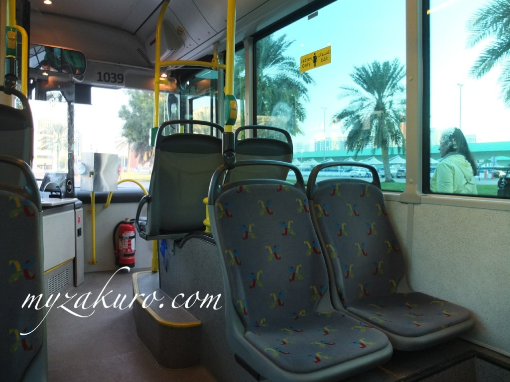 アブダビのバス車内は都営バスと変わりません