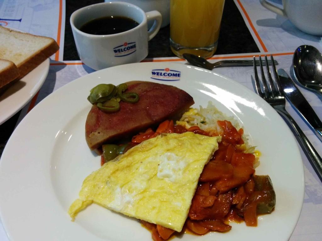 朝食のブッフェ
